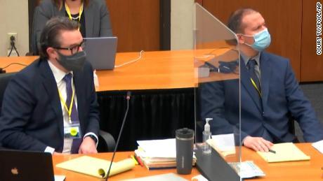 ڈیریک چوون مقدمے کی سماعت میں ، 9 سالہ اور نوعمر نوعمر فائر فائٹر نے مضبوط گواہی دی