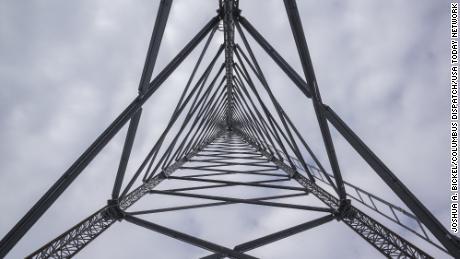 لوئیل ، اوہائیو میں ایک ڈیٹا ٹاور کو فروری میں اپ ڈیٹ کیا گیا تھا تاکہ آس پاس کے علاقے تک براڈ بینڈ رسائی فراہم کی جاسکے۔  بائیڈن ہر امریکی کو سستی تیز رفتار انٹرنیٹ تک رسائی فراہم کرنا چاہتا ہے۔