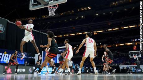 Houston's DeJon Jarreau grabs one of his eight rebounds against Oregon State on Monday.