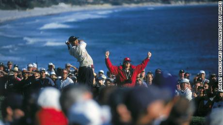 Woods & # 39;  tee shot on the 14th hole at Pebble Beach golf course during the US Open.