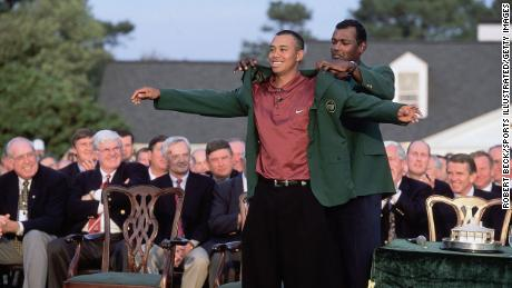 Woods puts on the Green Jacket in 2001 with the help of the previous year & # 39; s champion Vijay Singh.