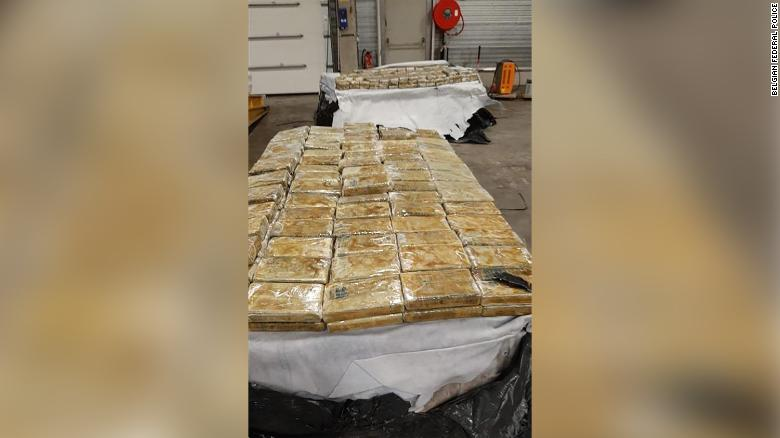 ほぼ 28 tons of cocaine seized after police access encrypted network