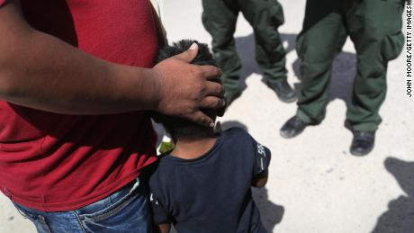 이상 20,000 unaccompanied migrant children are now in US custody