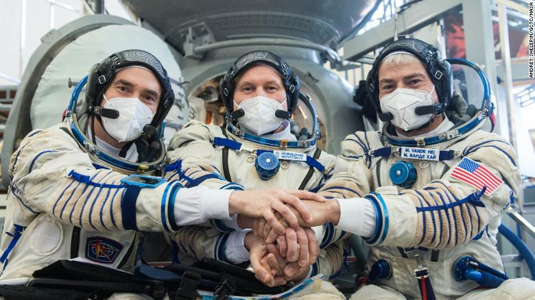 Russian cosmonauts, NASA astronaut launch to the space station