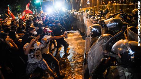 نومبر 2020 میں بڑے پیمانے پر احتجاج کے بعد عبوری صدر مینوئل میرینو نے استعفیٰ دے دیا۔