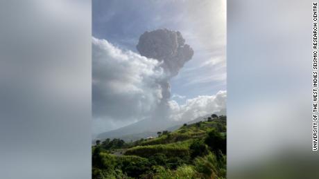 آتش فشاں سینٹ ونسنٹ کے جزیرے کیریبین میں دوسری بار پھٹ پڑے