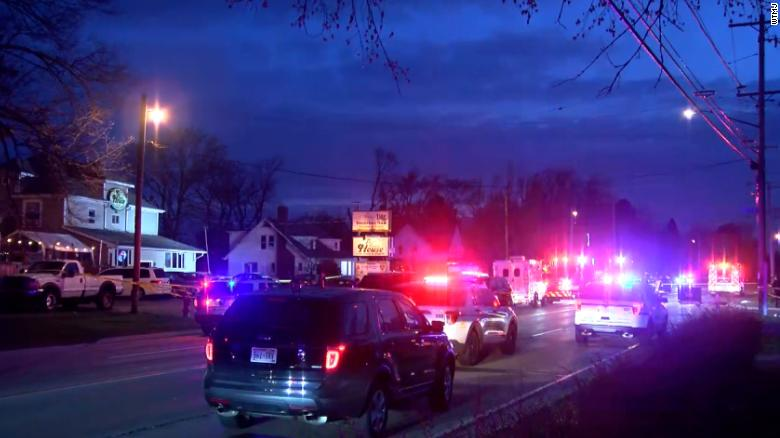Shooting in Kenosha leaves 3 dead, 2 wounded; suspect at large