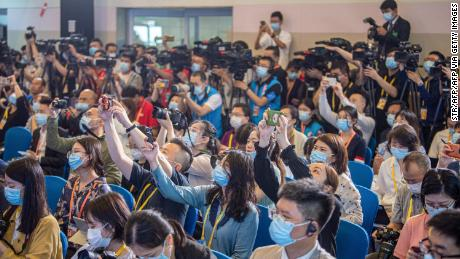 Reporters raise their hands at a press conference for the Boao Forum for Asia 2021 in south China's Hainan province on April 18, 2021.