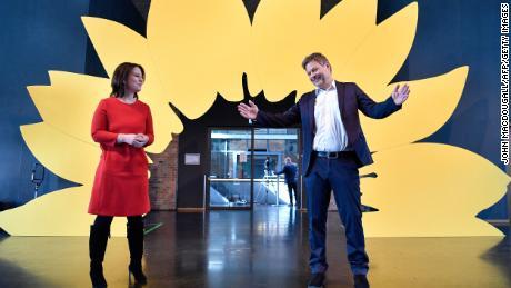 اینایلینا بیرباک 2018 سے رابرٹ ہیک (دائیں) کے ساتھ گرینس کی شریک رہنما ہیں۔