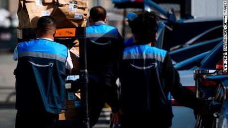 ایمیزون 500،000 کارکنوں کے لئے اجرت میں اضافے کا منصوبہ رکھتا ہے