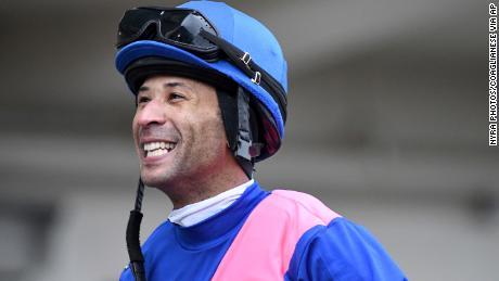 Carmouche sonriendo en el paddock del Aqueduct Racetrack en el distrito de Queens de Nueva York.