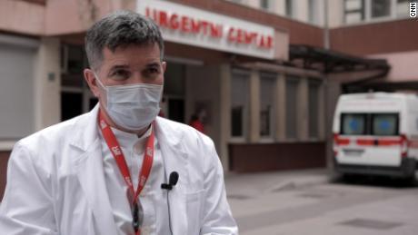 ڈاکٹر اسمیت گورانکپیٹانوویć نے موجودہ بحران کو 1990 کی دہائی کی ناکہ بندی کے تاریک دنوں سے تشبیہ دی ہے۔