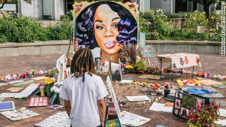 A man looks over a memorial dedicated to Breonna Taylor in Louisville, Kentucky. (Photo by Brandon Bell/Getty Images)