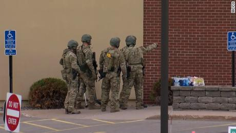 Hostage-taker arrested, all hostages safe in Minn. bank robbery
