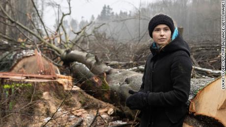 Luisa Neubauer جرمنی کی حکومت کو موسمیاتی تبدیلی کے قانون کے بارے میں عدالت میں لے گئی۔
