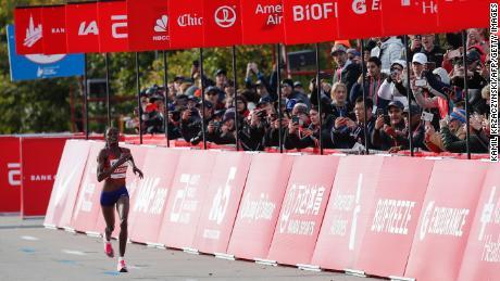 Brigid Kosgei wins the 2019 Chicago Marathon and sets a new world record.