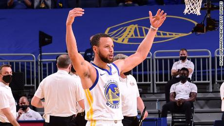 Stephen Curry celebrates during the game against the Memphis Grizzlies on Sunday.