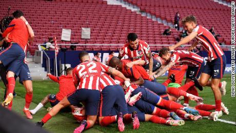 Atlético Madrid celebrate after Luis Suarez scores its winning goal.
