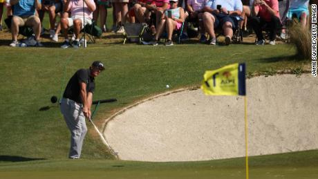 Mickelson chips to the 17th green.