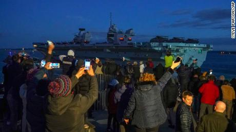 ایچ ایم ایس ملکہ الزبتھ بحریہ بحیرہ روم سے بحیرہ فلپائن تک 26،000 سمندری میل کے فاصلے پر 28 ہفتوں کی آپریشنل تعیناتی پر یوکے کیریئر سٹرائیک گروپ کی رہنمائی کے لئے اپنی بحری بحری بحری جہاز بندرگاہ ماسوت کے لئے روانہ ہے۔