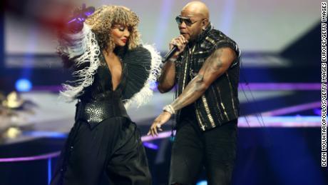 Flo Rida, the night's surprise VIP, joins Senhit for San Marino's performance.