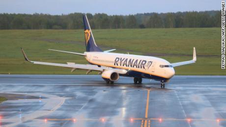 سرکاری تعاون سے چلائے جانے والے ہائی جیکنگ & # 39 after کے بعد ایئر لائنز بیلاروس سے بچتی ہیں۔  Ryanair پرواز کی