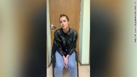 روس کی طالبہ صوفیہ ساپیگا ، بیلاروس کے کارکن کے ساتھ گرفتار ، & # 39؛ اعتراف & # 39؛ میں حاضر ہوئی  ویڈیو