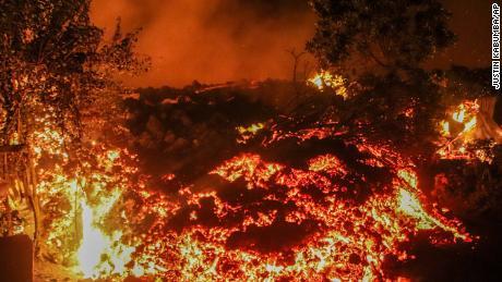 Лаву извержения горы Ньирагонго можно увидеть в Бухене на окраине Гомы в воскресенье, 23 мая.