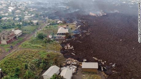 На аэрофотоснимке видны обломки зданий в селе Бушара недалеко от Гомы, 23 мая.