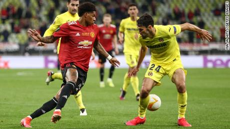 Rashford runs with the ball past Alfonso Pedraza of Villarreal during the UEFA Europa League Final.