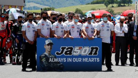 Teammates of Jason Dupasquier pay a minute of silence in his memory on Sunday.