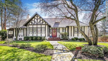 Esta casa en Short Hills, Nueva Jersey, se vendió en abril por $ 1.425 millones como compra en efectivo.
