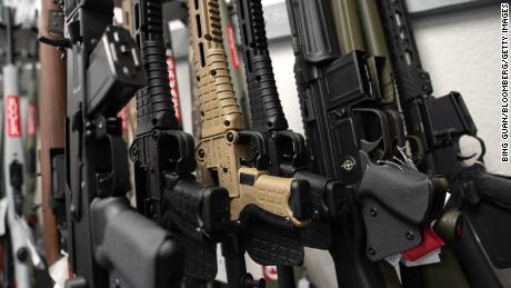 Федеральный судья снял калифорнийский запрет на наступательное оружие и сравнил AR-15 со швейцарским армейским ножом