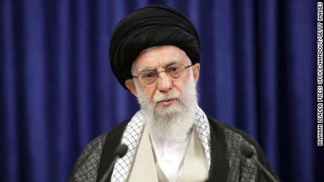 Верховный лидер Ирана аятолла Али Хаманеи выступает в Тегеране 4 июня.