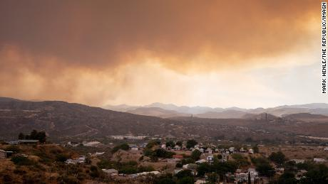 Two Arizona wildfires continue to grow, but some residents allowed to go home