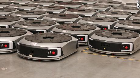 روبوٹ کا یہ بھیڑ جتنا زیادہ کام کرتا ہے اس سے زیادہ بہتر ہوجاتا ہے
