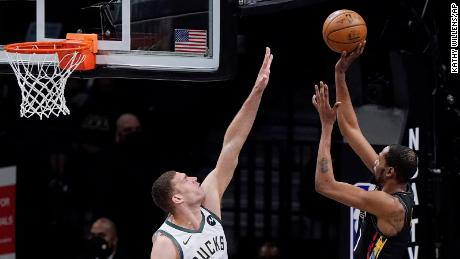 Bucks center Brook Lopez attempts to defend Durant.