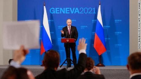 Президент России Владимир Путин проводит пресс-конференцию в Женеве 16 июня 2021 года после встречи с американским президентом на вилле Villa Grange.