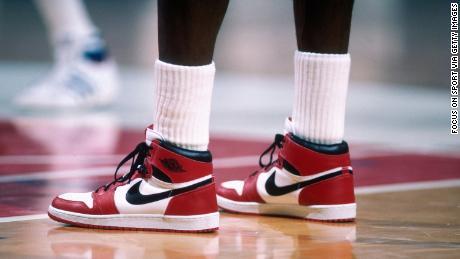 """La première chaussure signature de Jordan - la """"Air Jordan"""" - a été un énorme succès pour Nike."""