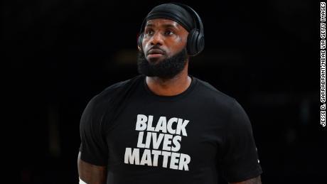 LeBron James a utilisé sa plate-forme en tant que superstar du sport pour aider à lutter pour la justice sociale.