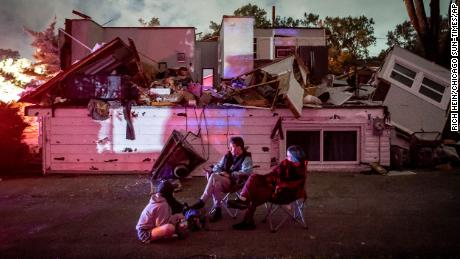 At least 5 people injured, dozen homes damaged in IL tornado