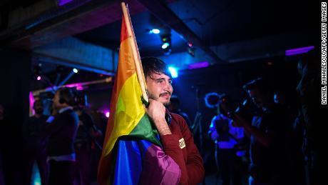 اکتوبر 2018 میں رومانیہ کے بخارسٹ میں ایک ریفرنڈم کے نتائج کے انتظار کے دوران جذبات بلند ہیں۔