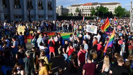 ایل جی بی ٹی کیو کا حقوق مظاہرہ 14 جون 2021 کو بوڈاپیسٹ میں ہنگری کی پارلیمنٹ کے سامنے ہوا۔