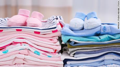 Пора переосмыслить такие традиции, как розовая одежда для девочек и синяя одежда для мальчиков.