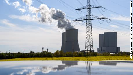 EU unveils ambitious climate package as it cools on fossil fuels