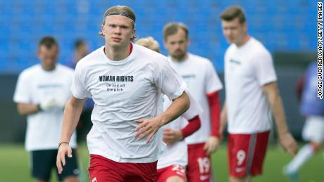 Norway's forward Erling Braut Haaland wears a t-shirt with the slogan 'Human rights, on and off the pitch' as he warms up before the FIFA World Cup Qatar 2022 qualification football match between Norway and Turkey at La Rosaleda stadium in Malaga on March 27, 2021.