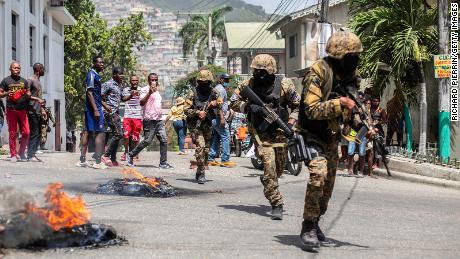 Tariamai teigia, kad Haitis nužudyme dalyvavo amerikiečiai ir pensininkai Kolumbijos kariuomenės nariai