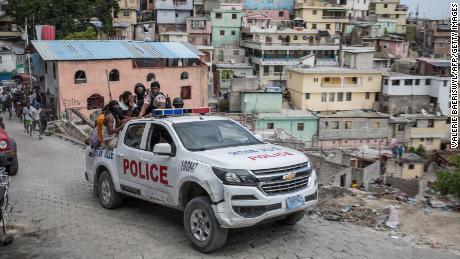 FTB, Tėvynės saugumo pareigūnai kaip įmanoma greičiau keliaus į Haitį, # 39;  Baltieji rūmai sako