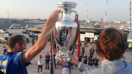 Chiellini ando Mancini hold the European Championship trophy.