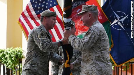 12 июля генерал Остин Миллер, высший командующий США в Афганистане, передает флаг возглавляемой США миссии «Решительная поддержка» генералу Кеннету Маккензи, главе Центрального командования США.